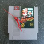 Cómo hacer un reloj de pared con una cinta de Nintendo NES